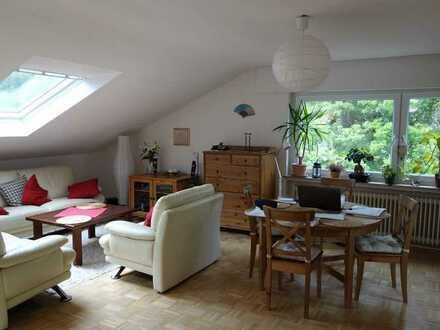 Geschmackvolle 2-Raum-DG-Wohnung mit Balkon und Einbauküche in Bonn