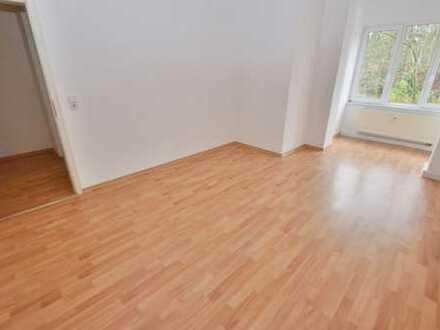 sehr geräumige 3-Raum-Wohnung