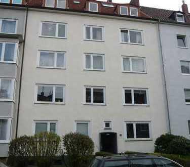 Erstbezug nach vollständiger Modernisierung, 4 Zimmerwohnung im 2. OG mit Balkon - ab sofort