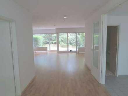 Schönes Maisonette-Haus, 5 Zi, Terrasse, Balkon, Pool/Sauna, Garage, in ruhiger Top-Lage in Kronberg
