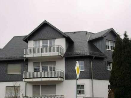 Schöne, helle Wohnung mit großem Wohn-Eßbereich, mit Balkon in gepflegtem MFH