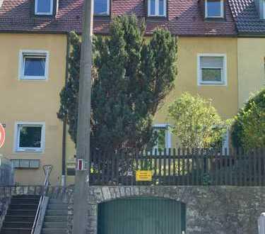 Kapitalanleger und große Familien aufgepasst: leerstehendes Haus mit 171 qm Wohnfläche/ 3 Wohnungen