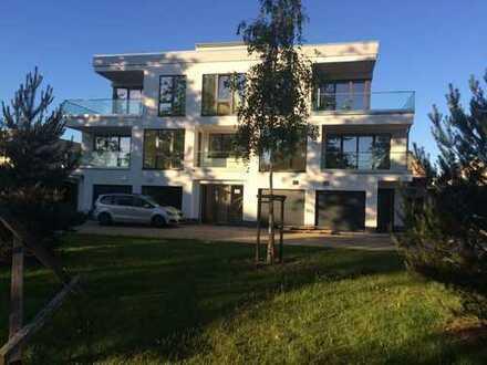 Neuwertige 4-Zimmer-Maisonette-Wohnung mit Balkon und Einbauküche in Schleswig