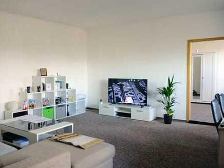 Ruhige & helle 2-Zimmer-DG-Wohnung mit Einbauküche - Besichtigung am 25. Januar möglich!