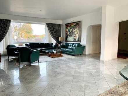 Sehr schöne großzügige Penthouse-Wohnung mit umlaufender Terrasse in Düsseldorf/Golzheim