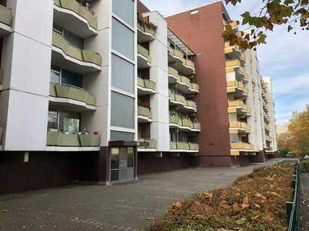 Sanierungsreifes Appartement mit Balkon in Köln Ostheim, leer stehend!