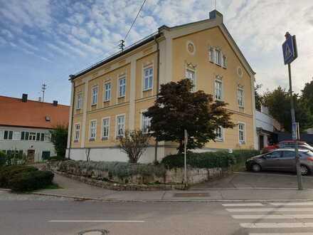 Gepflegte 6-Zimmer-Wohnung mit Balkon in Burgau