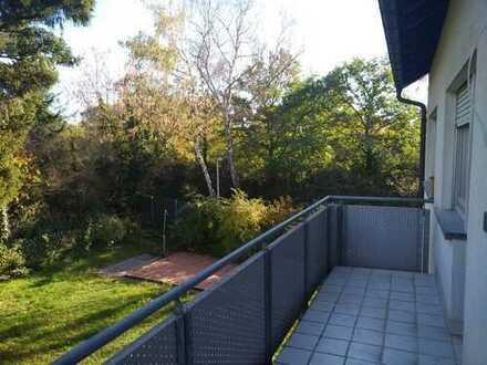 Schöne, geräumige 1,5 Zimmer Wohnung in der Waldstadt mit Balkon ins Grüne