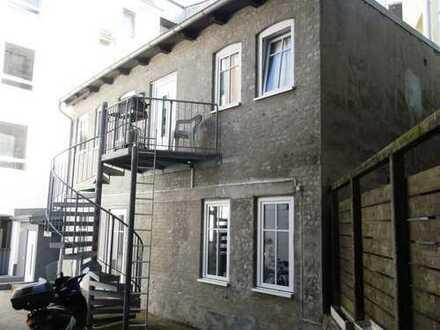 Kiel - Hassee - Rendsburger Landstr. 49. Hinterhaus mit 2 Wohnungen/Gewerbe zu verkaufen.