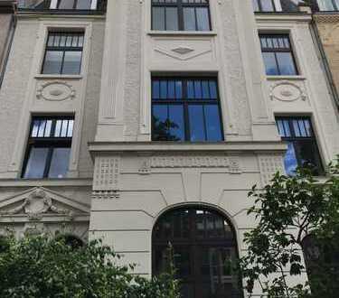 Etagenwohnung mit zwei Balkonen und Spitzboden