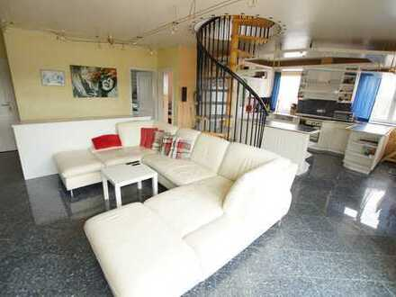 Edle Dachloftwohnung über 2 Etagen mit Loggia und eigenen Gartenanteil