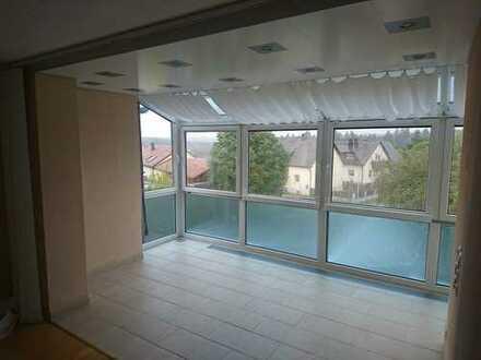 Gepflegte 3-Zimmer-Wohnung mit Freisitz und Einbauküche in Ursensollen/Garsdorf