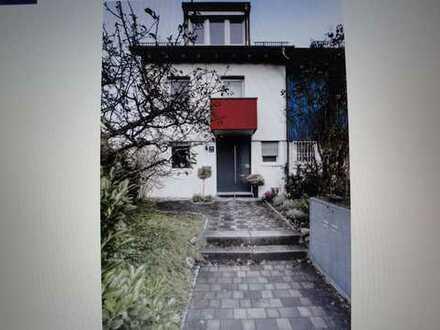 Sehr schönes Stadthaus mit grünem Ambiente am Münchner Stadtrand