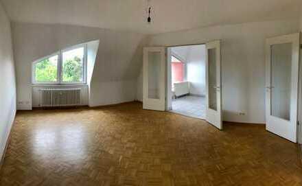 * WBS ERFORDERLICH! * Schicke Dachgeschosswohnung mit BALKON * 3 Zimmer * LIFT * Gäste-WC * EBK *