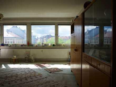 Geräumige 2-Zimmer-Wohnung mit 2 Balkonen am Stresemannplatz