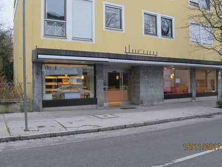 Ladeneinheit - modern möbliert mit großen Schaufenstern im Herzen von Schwabmünchen
