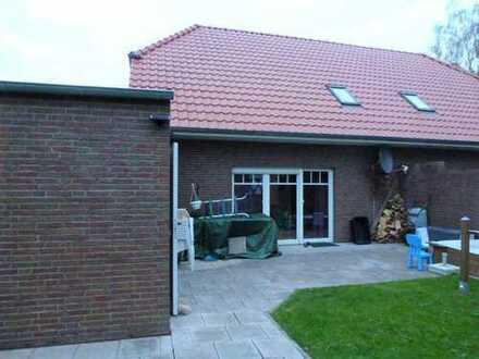 Schöne Doppelhaushälfte mit Garten und Garage