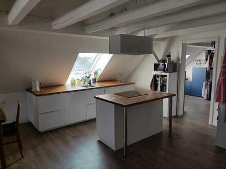 Neuwertige 3-Zimmer-Dachgeschosswohnung mit Balkon und EBK in Langenau