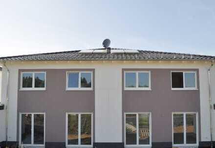 Neubau, ruhig und sehr zentral mitten in Stotzheim mit einer Südausrichtung