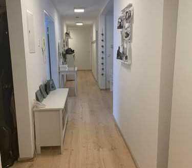 Freundliche 5,5-Zimmer-Wohnung mit Dachterrasse und EBK in Nagold