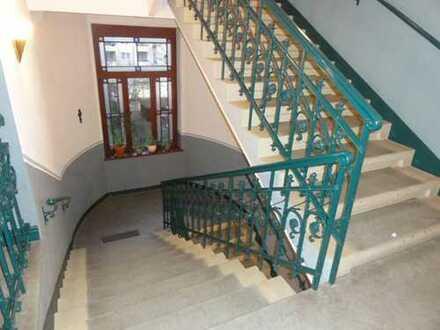 Stilvoller Altbau mit Lift! - Traumhafte 4-Zimmer-Eigentumswohnung mit Dachterrasse in Striesen!