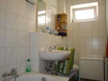 Zimmer in 3er-WG mit Einbauküche 338€