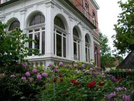 ETW in charmanter Jugendstilvilla mit Balkon zu kaufen. Komplett saniert.