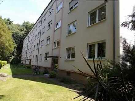 Stilvolle, gepflegte 4-Zimmer-Wohnung mit Balkon und Küche in Karlsruhe