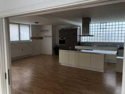 1.200 €, 123 m², 4 Zimmer