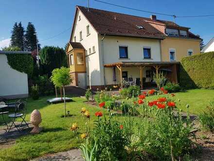 Wohnhaus mit schönem Garten und Doppelgarage in Losheim am See