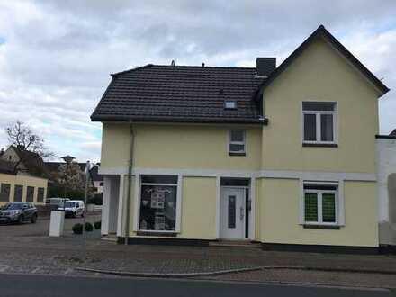 Schöne, geräumige zwei Zimmer Erdgeschoss Wohnung in Bremen, Vegesack