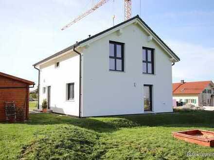 Familienglück in Schrattenbach - Einfamilienhaus mit Garten, Garage und Einbauküche - ab sofort!