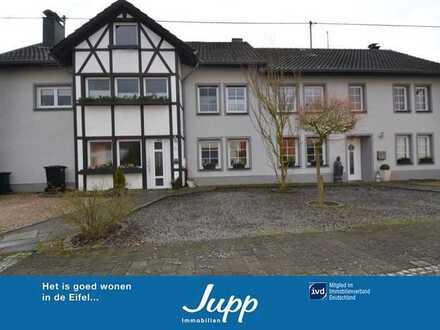 Geschmackvolles Doppelwohnhaus mit 2 Wohneinheiten, PV-Anlage,Sauna,Garten und Nebengebäuden Heyroth