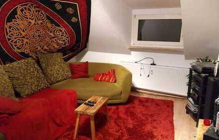 Preiswerte, sanierte 2,5-Zimmer-DG-Wohnung zur Miete in Bochum