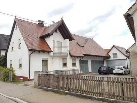 Familienhaus mit eigener Werkstatt und Garagen
