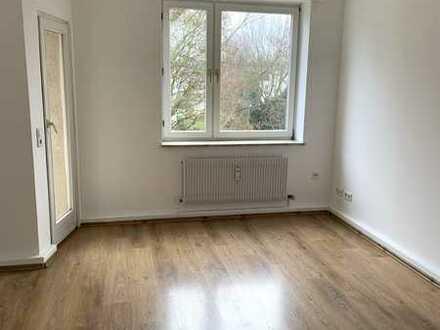 Helle, einladende 2-Zimmer-Wohnung mit einladendem Balkon und Einbauküche in bester Lage!