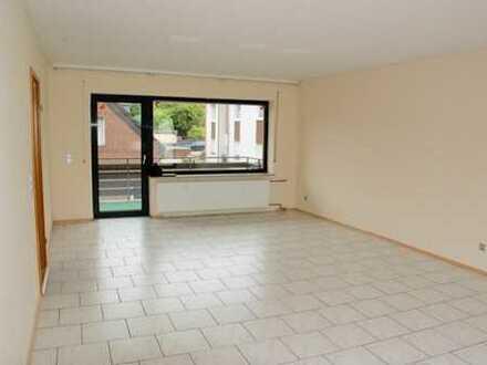 Erftstadt- Kierdorf, große 2 Zimmerwohnung mit Dachterrasse und Balkon, Garage