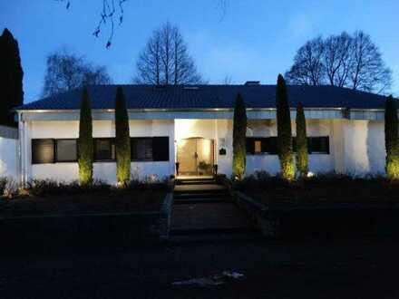 2 Einheiten-Villa im Grünen, parkähnlicher Garten, Ortsrand. Einziehen und wohlfühlen