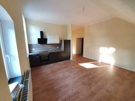 schicke 2-Zimmer- Wohnung mit Einbauküche