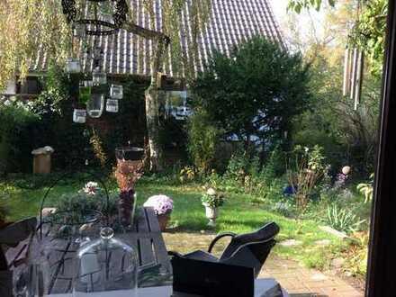 Mitbewohnerin für TOP-Doppelhaushälfte mit Garten, Balkon und Kamin gesucht