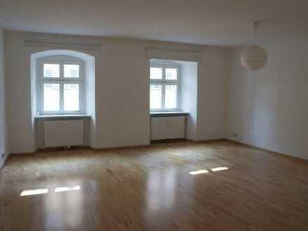 Großzügige Wohnung in historischem Altstadt-Haus!