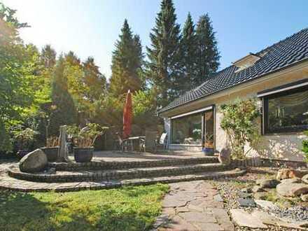 Neben Feld, Wald und Rehen: Modernisiertes Haus mit traumhaftem Garten in Quickborn