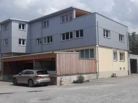 Produktions-/Lagerhalle und Bürogebäude und Freifläche