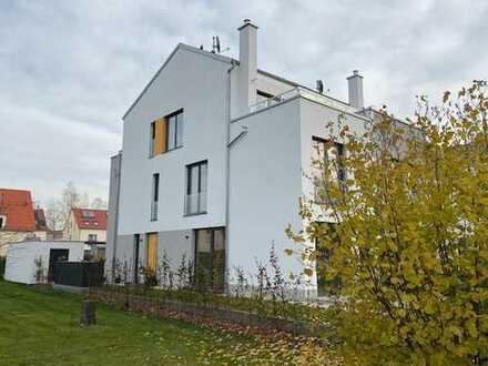 Doppelhaushälfte mit Blick in das Naturschutzgebiet