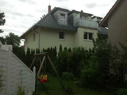 Helle und schöne Dachgeschosswohnung in U-Bahn Nähe von Privat!