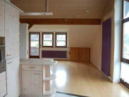 Gepflegte 3-Zimmer-DG-Wohnung mit Balkon und EBK in Lautertal (Odenwald)