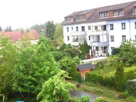 Privatweg zum Einkaufen, Wohnglück in top Lage: 72 qm im DG, 3 Zi., Loggia, 1 Stellplatz inklusive