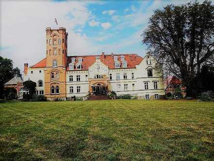 + Maklerhaus Stegemann + 4 Sterne Ferienwohnung im Schloss mit traumhaftem Weitblick