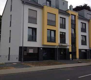 Lichtdurchflutete 4 Zimmer Wohnung mit großer Terrasse Neubau mit Stellplätze