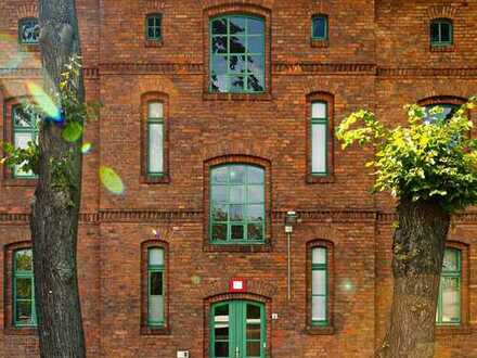 Denkmal - Bürogebäude mit altem Baumbestand